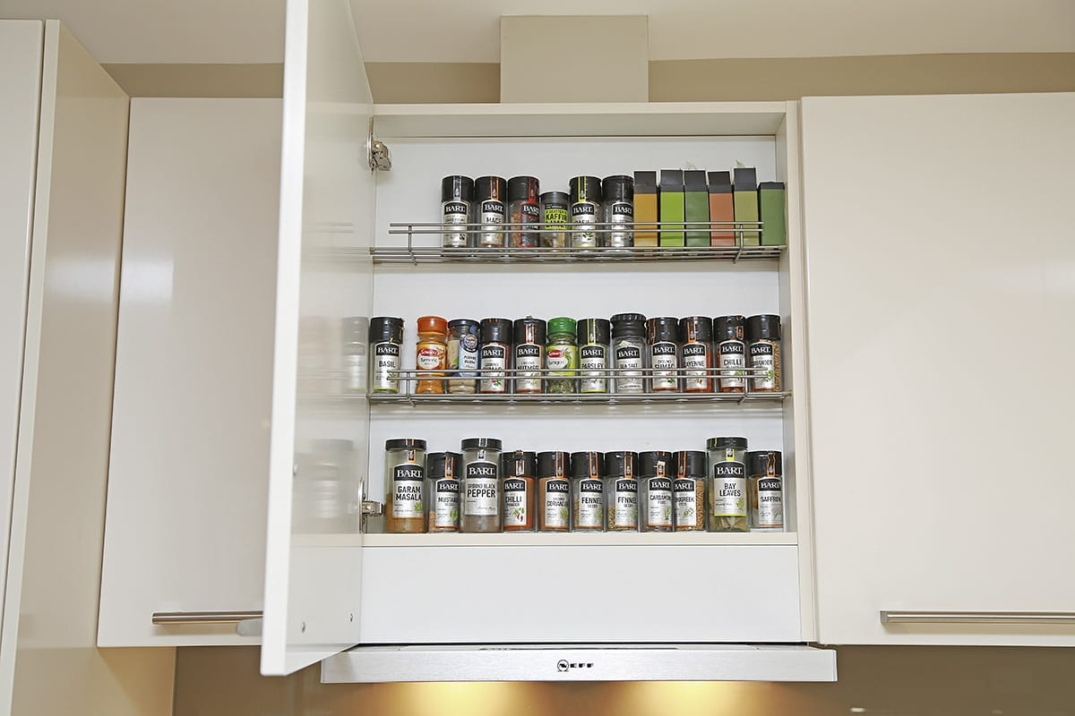 Telescopic extractor with integrated spice shelf | Qudaus Living, Sutton Coldfield